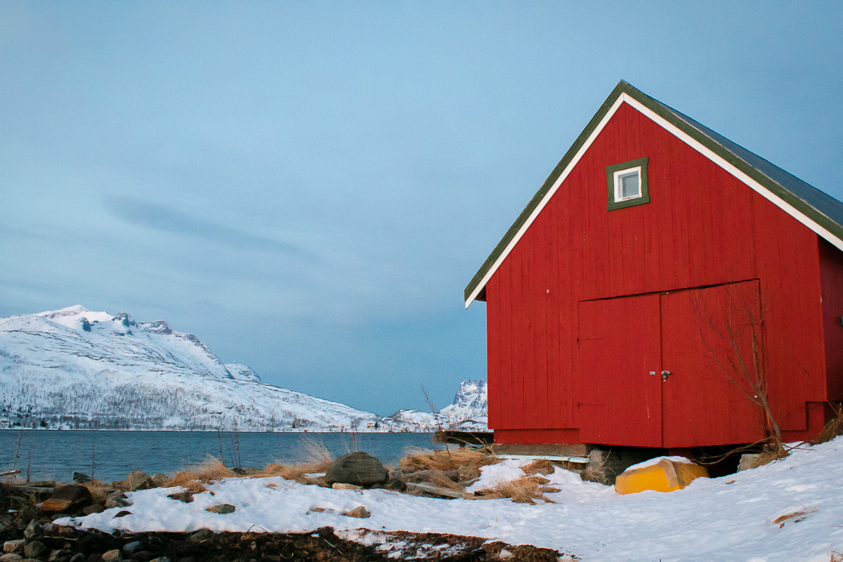 Angehütte am Fjord